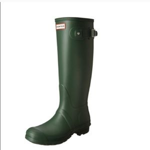 Hunter original tall boots in green size 8
